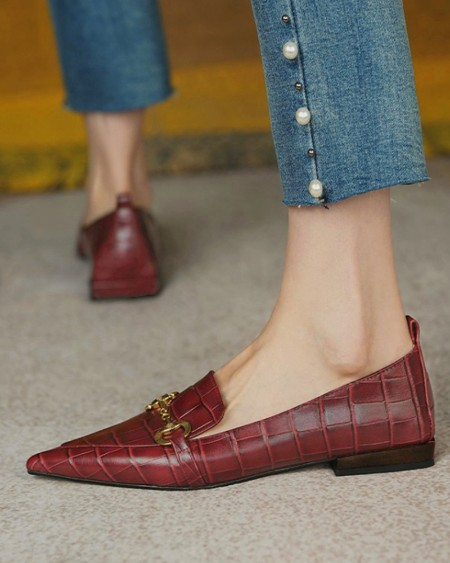 Pointed-toe Solid Color Crocodile Pattern Splicing Chain Flat Loafers