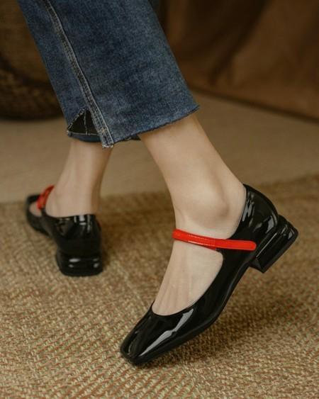 Solid One Bandage Sqaure-toe Low Heel Sandals