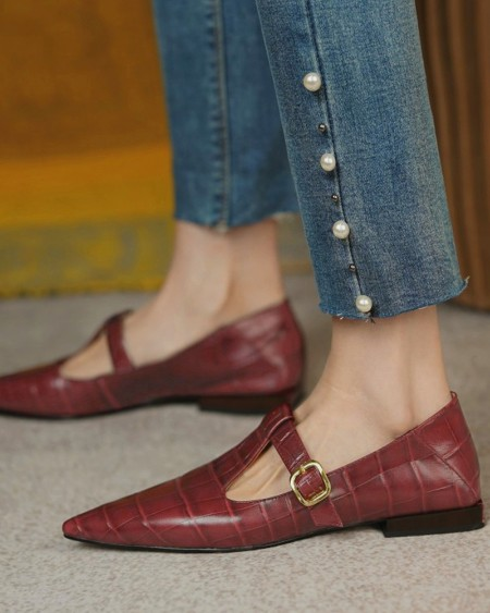 Pointed-toe Crocodile Pattern T-band Flat Shoes