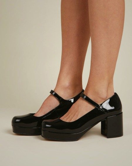 Round-toe Solid Color Lacquered Leather One-buckle Jenny Shoes