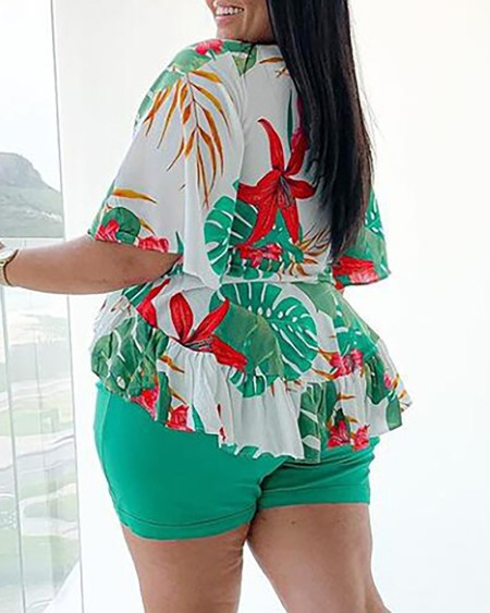 Plus Size Tropical Print Top & Plain Shorts Set