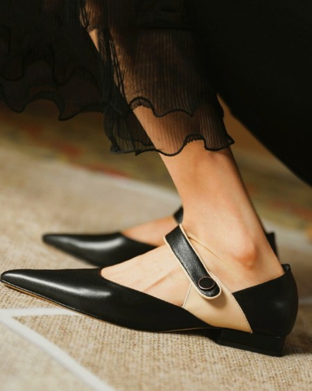 Pointed-toe Strap Flat Sandals