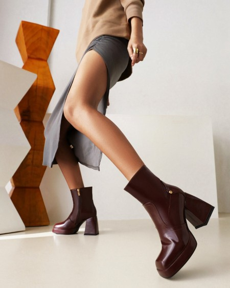 Womens Square Toe Oil Finish High Chunky Heel Boots