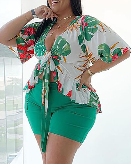 Plus Size Tropical Print Top & Plain Shorts Set