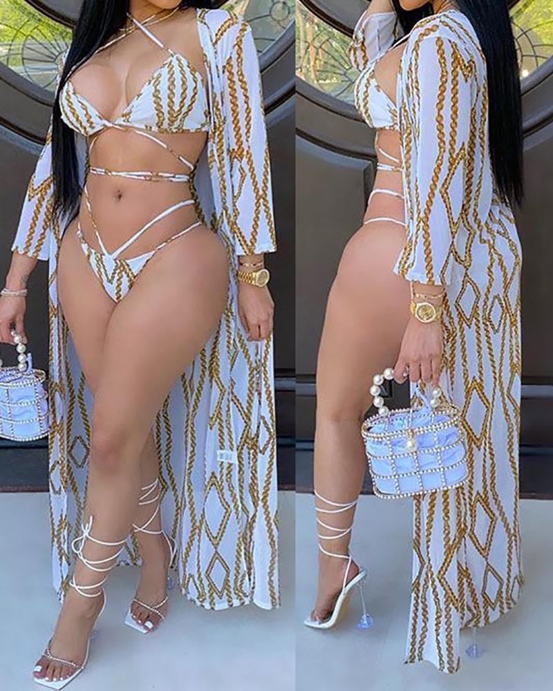 Conjunto de bikini con recorte y detalle anudado con estampado de cadenas y cubierta