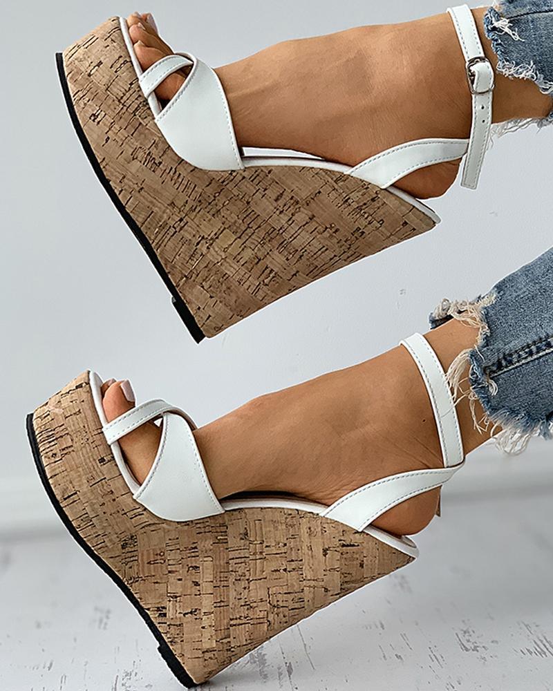Sandalias de cuña de lino tejidas con corte peep toe