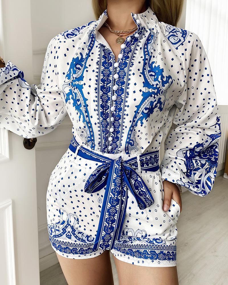 Ensemble haut boutonné et short à manches longues et imprimé foulard