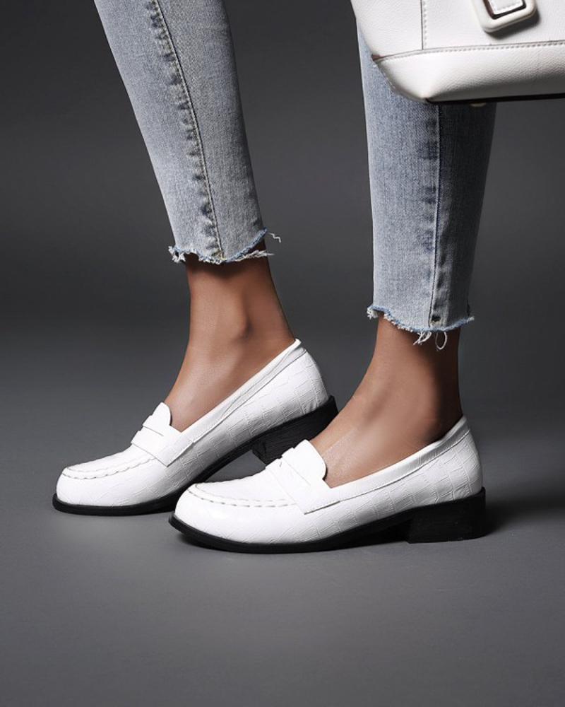 Ladies Vintage Crocodile Print Round Toe Loafers, White