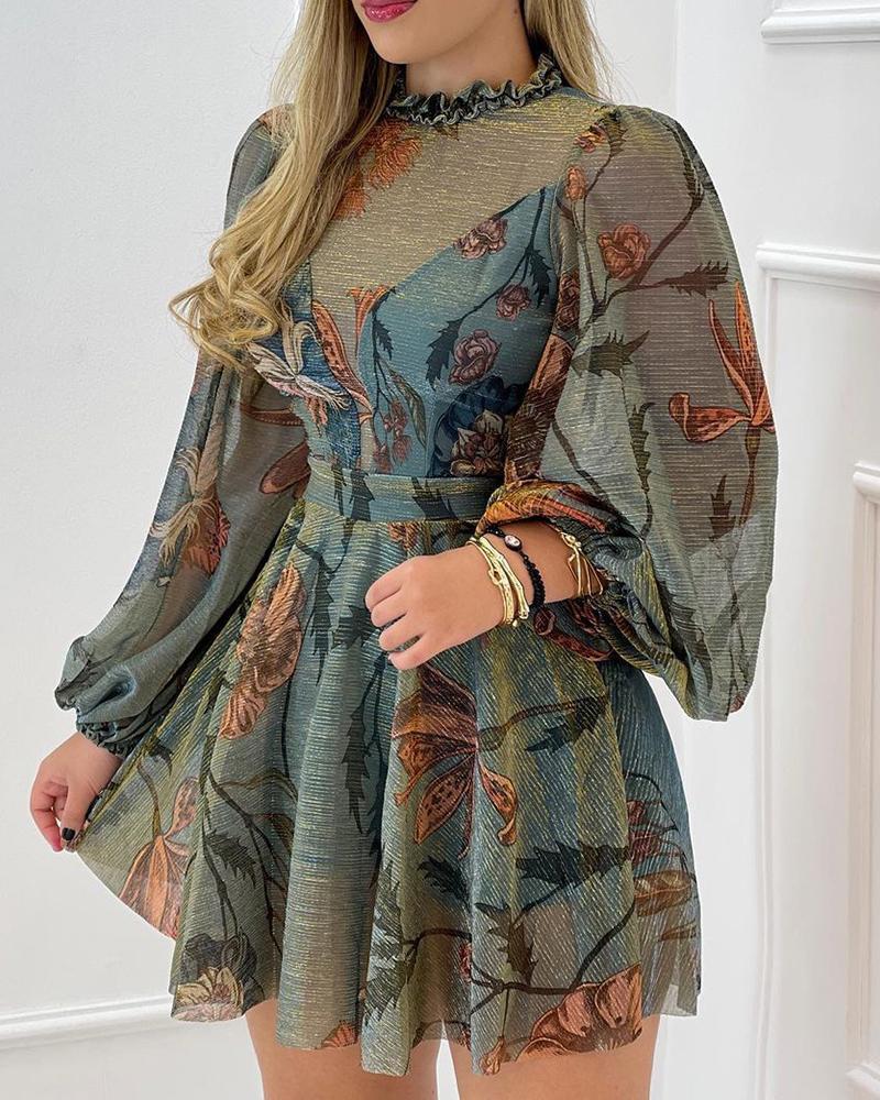Vestido de malla con dobladillo con volantes y manga farol con estampado floral
