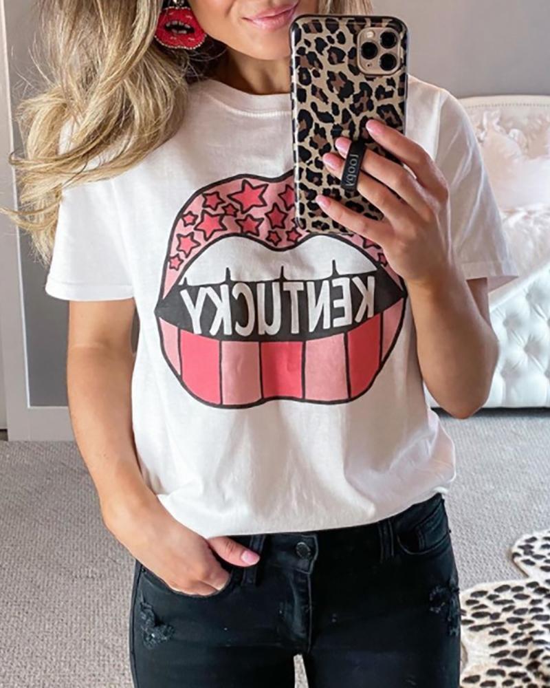 T-shirt décontracté à manches courtes et imprimé lettre à lèvres