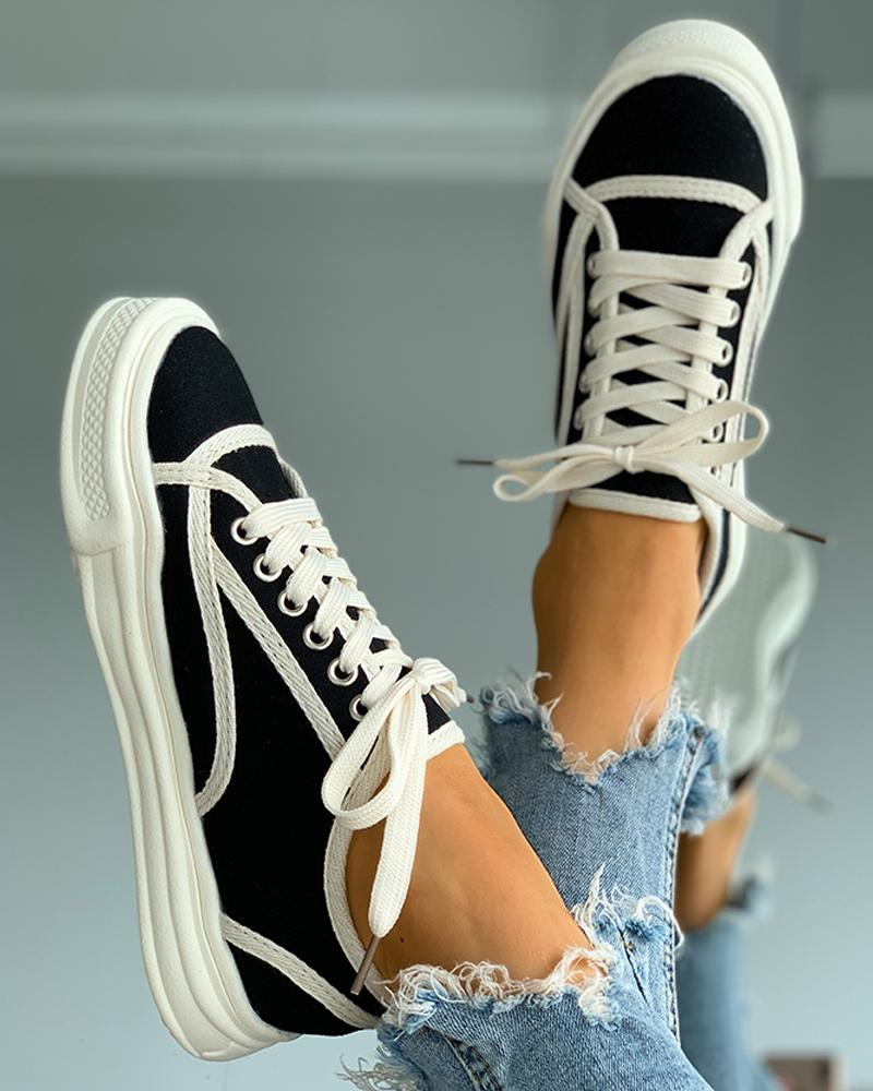 Colorblock Eyelet Lace-up Casual Sneaker