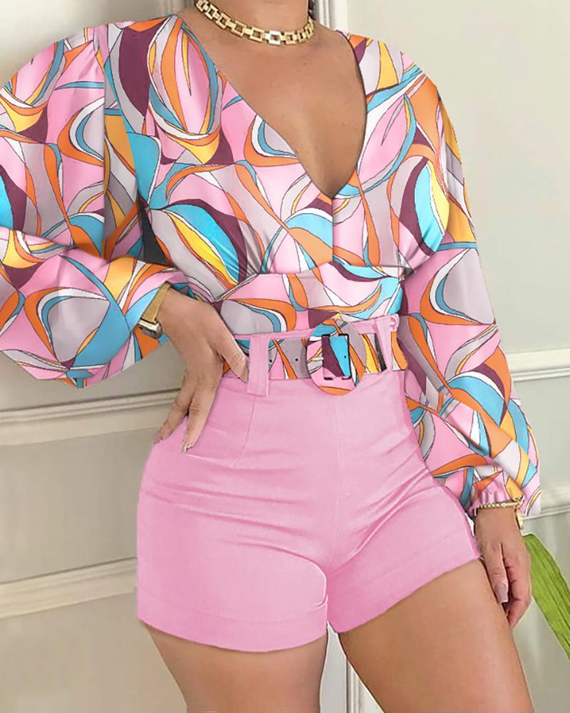 Colorblock Lantern Sleeve Top & Plain Shorts Set