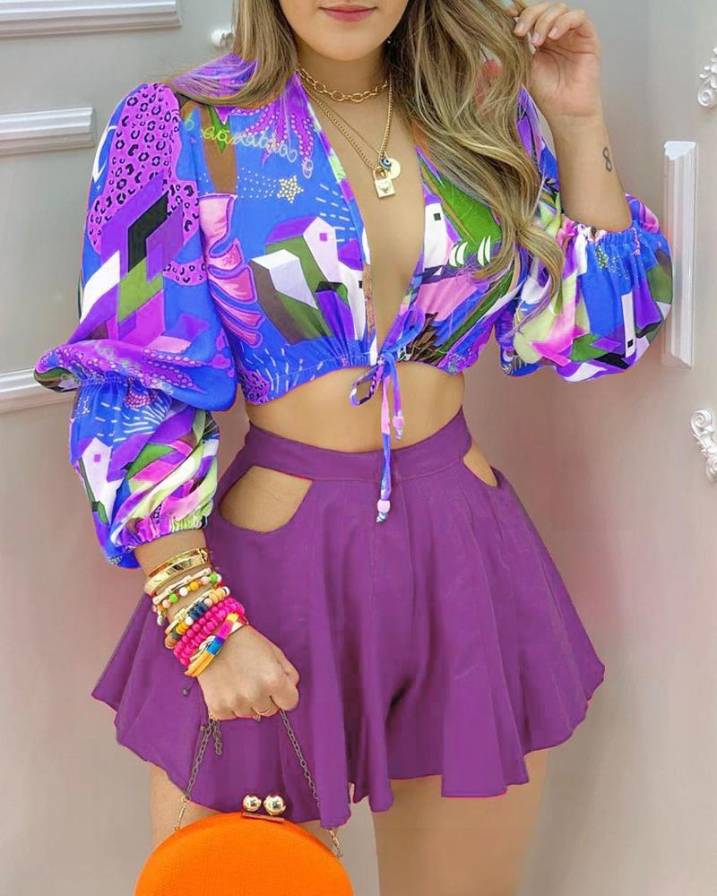 Colorblock Lantern Sleeve Crop Top & Cutout Plain Shorts Set, Purple