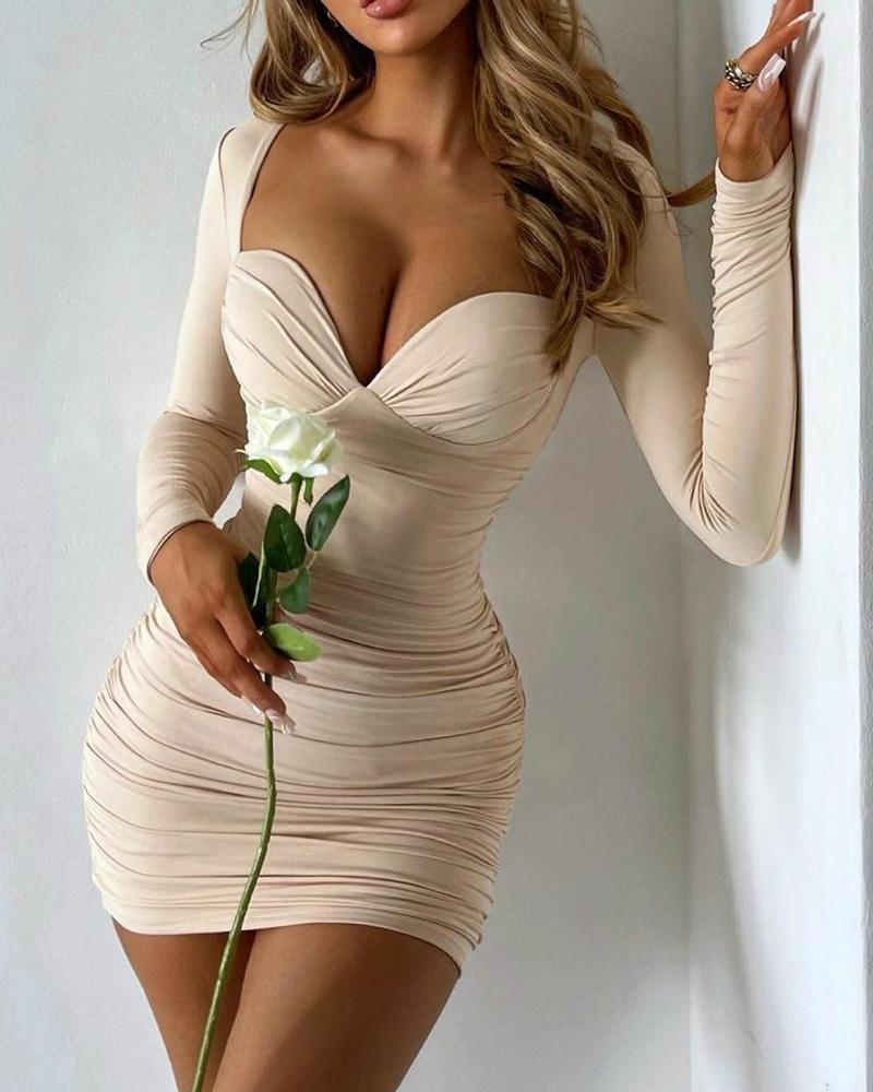 Mini-robe froncée à col en cœur uni